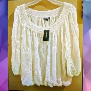 NWT MAX EDITION WHITE FLORAL EMBOSSED TOP SIZE M